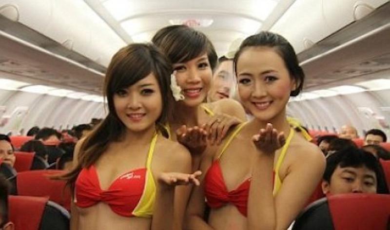 bikinili hostesler 4