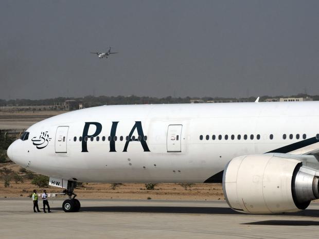 Pakistan uçağında kokpitte duman paniği