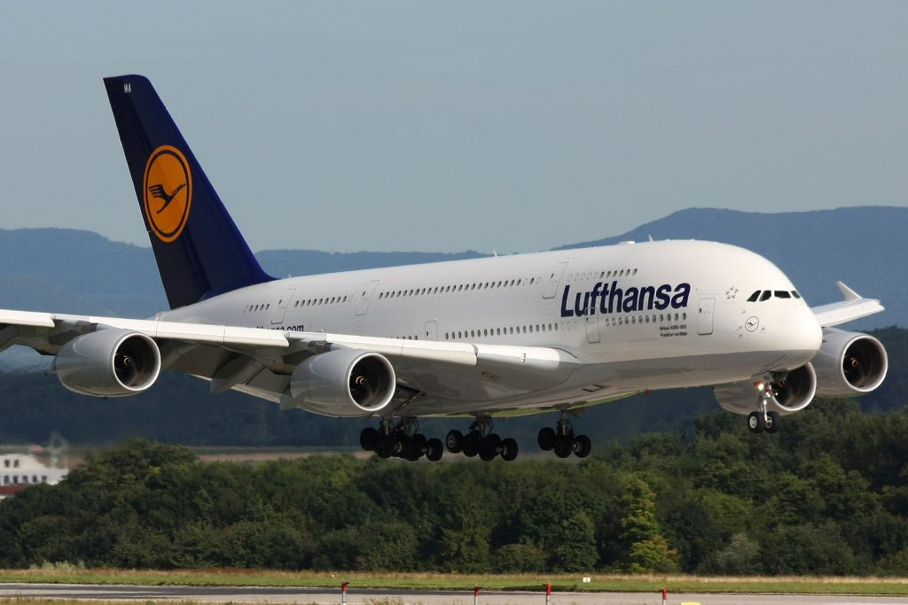 Lufthansa Uçağı'nda Zorunlu İniş!