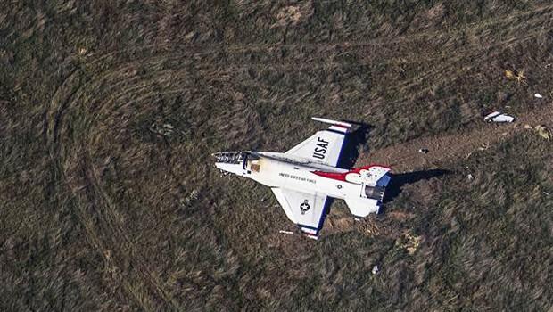 Obama'nın Katıldığı Tören Sırasında Uçak Düştü!