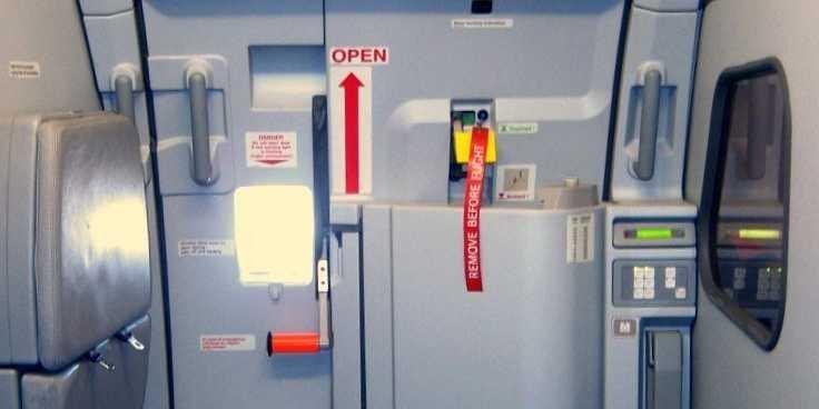 Uçaklarda Elektrikli Kapı Dönemi
